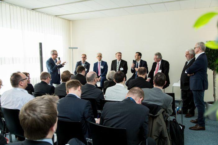 """Leuchttürme der Digitalisierung: Zwischen Motor der deutschen Industrie und """"Bullshit-Bingo"""""""