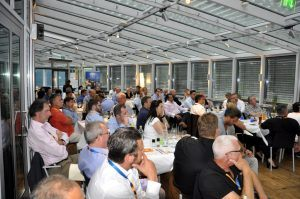 Die Teilnehmer lauschen dem Vortrag des Key-Speakers in der Spielbank Bad Kötzting