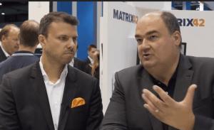 Oliver Bendig, CEO von Matrix42 (links), und Sergej Schlotthauer, Geschäftsführer von EgoSecure (rechts).