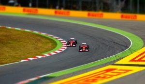 car-racing-1404063_640