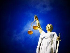 Rechtsberatung setzt auf zentrale Leistungsmessung der IT