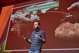 Philipp Westermeyer, Erfinder der Online Marketing Rockstars und Stimme des OMR Podcasts, gab praxisnahe Tipps für mehr Umsatz und den Aufbau langfristiger Kundenbeziehungen.