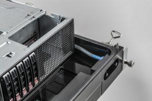 Racks mit immersionsgekühlten Servern für Rechenzentren